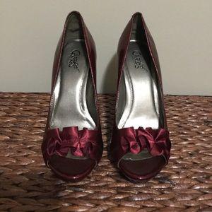 Shoes - Burgundy ruffle toe heel